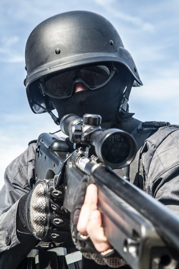 Francotirador de la policía del GOLPE VIOLENTO fotografía de archivo