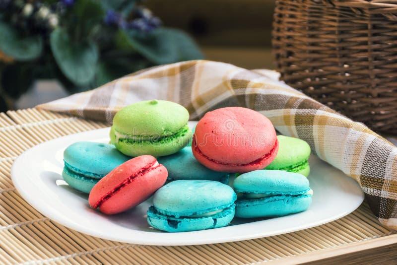 Francuscy słodcy delikatność macaroons, macarons lub obraz stock