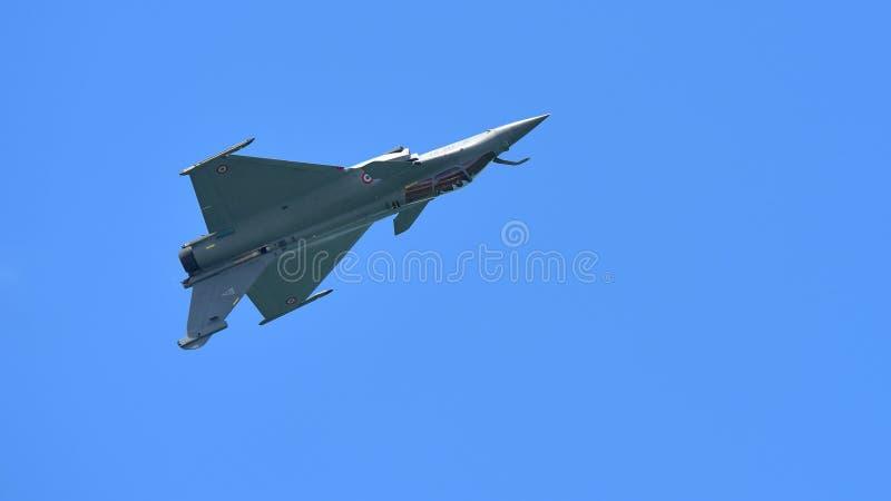 Francuscy siły powietrzne Rafale spełniania aerobatics przy Singapur Airshow zdjęcie royalty free