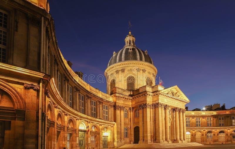 Francuska akademia przy nocą, Paryż, Francja obrazy royalty free