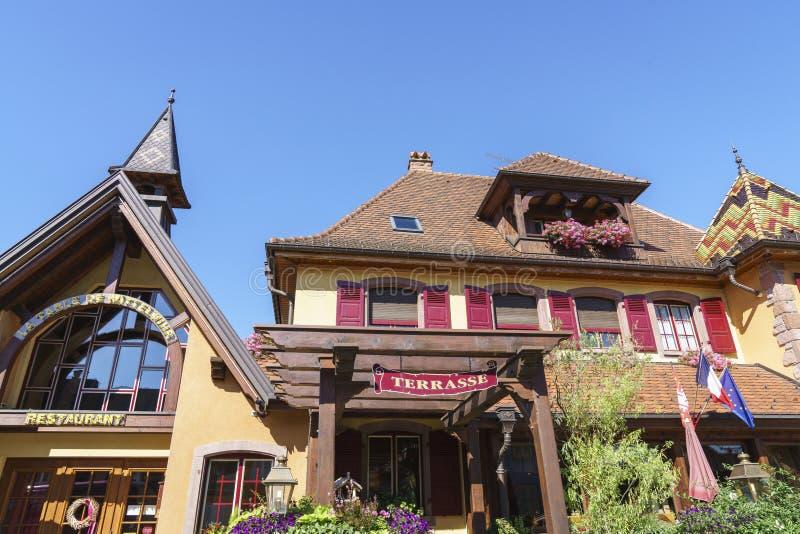 Francuska restauracja i hotel w Alsace, Francja zdjęcia stock