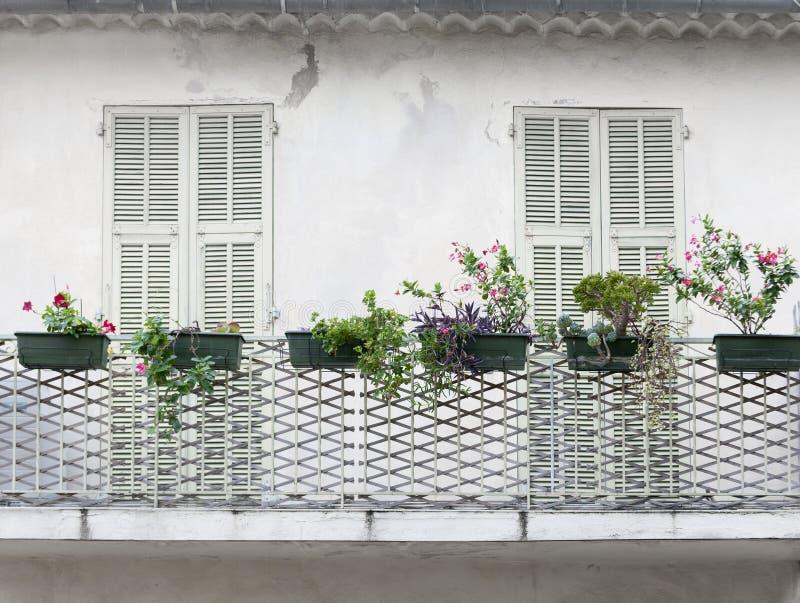 Francuski balkon z żaluzjami zdjęcia royalty free