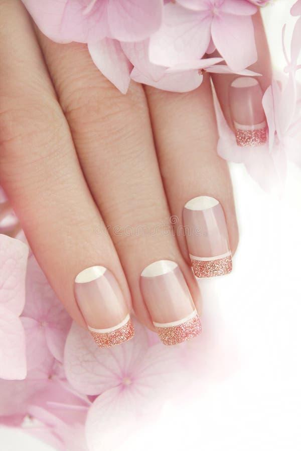 Francuski manicure z błyskotliwością obrazy stock