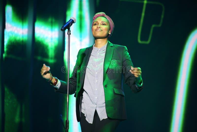 Francuski piosenkarz Imany wykonuje na scenie (Nadia Mladjao) zdjęcia stock