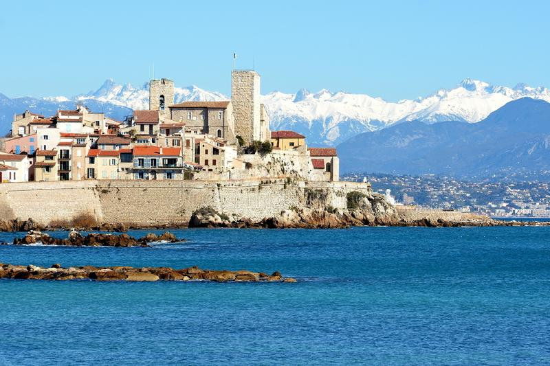 Francuski Riviera, Antibes stary miasteczko i Mercantour góry, obrazy stock