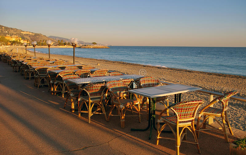 Francuski Riviera: zima wieczór w kurorcie Menton obrazy royalty free