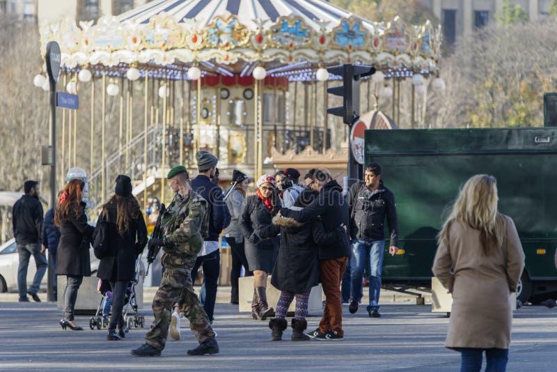 Francuski wojskowy w ulicie Paryż zdjęcie royalty free