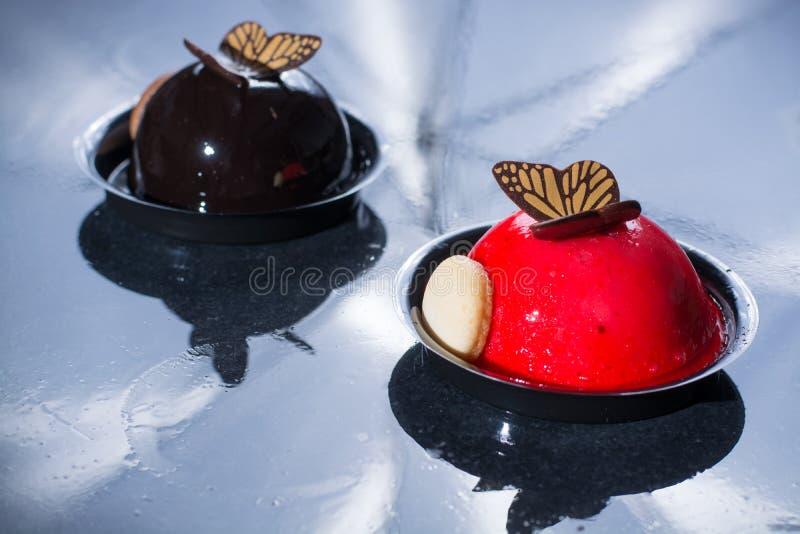 Francuskiego ciasta piłki mali torty robić z świeży strauberry i tr obraz stock