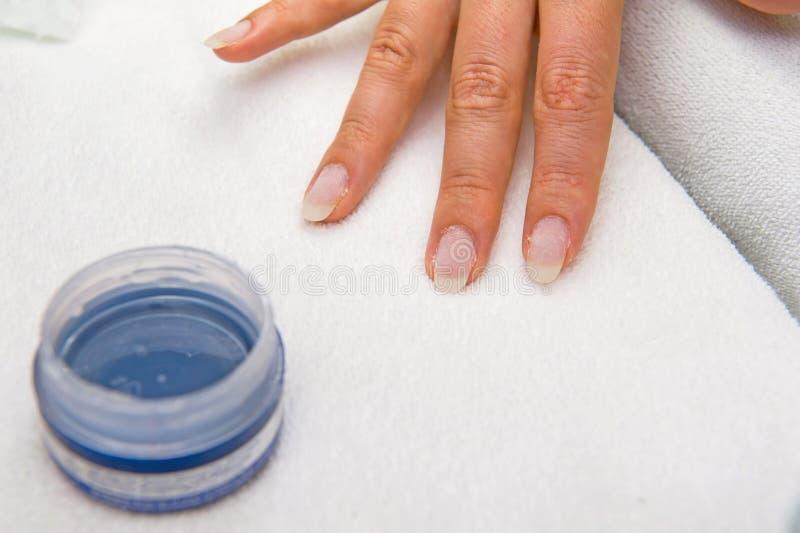 Francuskiego manicure'u proces zdjęcie stock