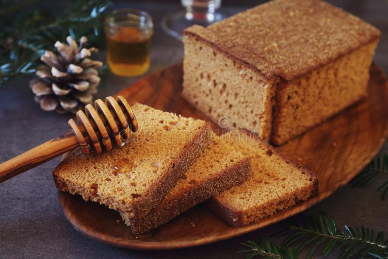 Francuskiej pikantności świąteczny Bożenarodzeniowy chleb i miód obraz royalty free