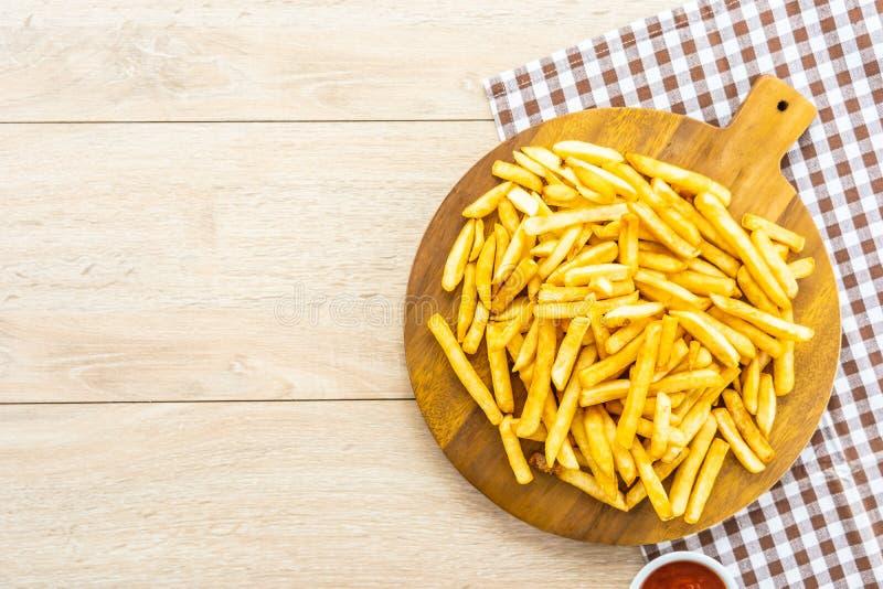 Francuzów dłoniaki z pomidoru lub ketchupu kumberlandem fotografia stock