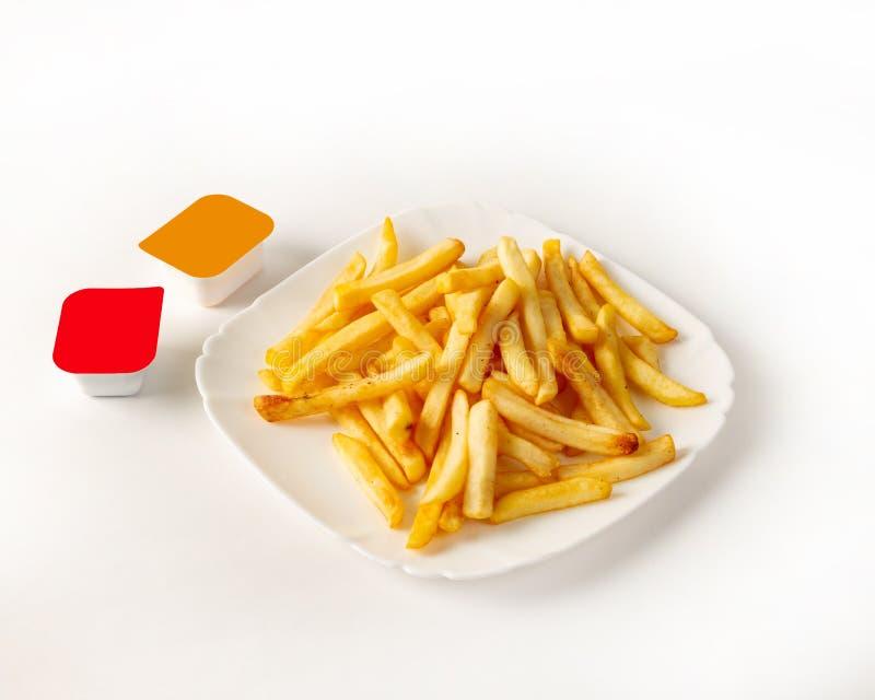 Francuz smaży na talerzu z dwa rodzajami kumberland na lewicie fotografia stock