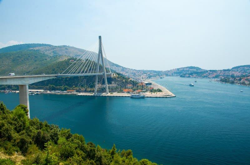 Franjo Tudjman bro och blå lagun, Dubrovnik, Dalmatia, Croa royaltyfria foton