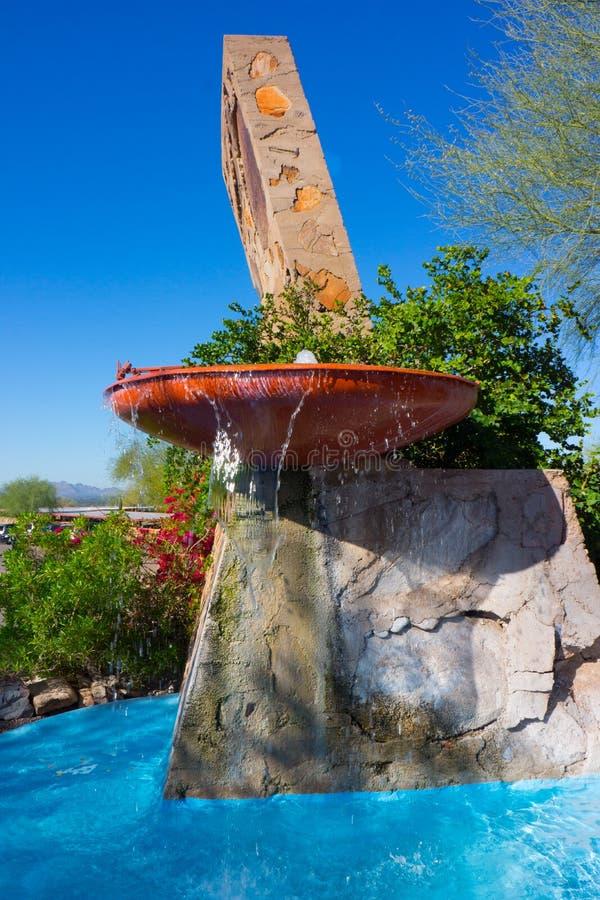 Frank Lloyd Wright Fountain på Taliesin West Arizona royaltyfria foton