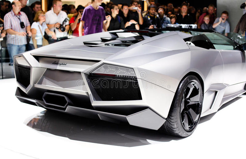 FRANKFURT - 15. SEPTEMBER: Eins von Zwanzig Lamborghini Reve stockfotografie