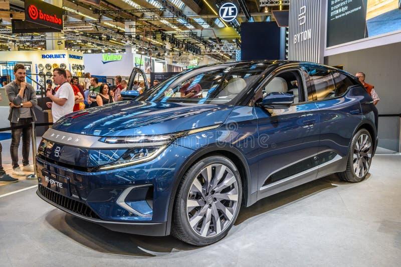 FRANKFURT, ALEMANHA - SETEMBRO DE 2019: carro chinês SUV azul BYTON M-BYTE, IAA International Motor Show Auto Exhibtion fotos de stock