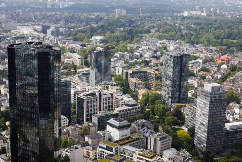 Frankfurt bankr?relseomr?de med dess skyskrapor arkivfoto