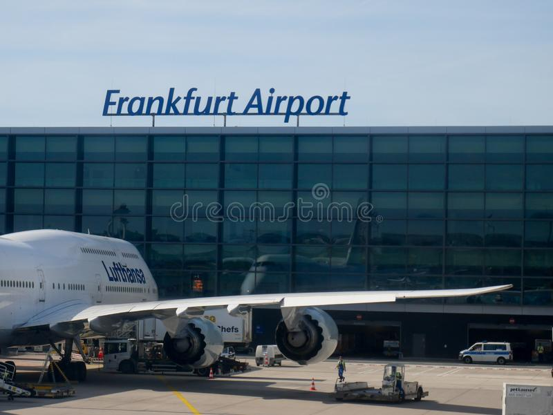Frankfurt, Czerwiec - 1 2019: Lufthansa Boeing 747 lota LH 404 Nowy Jork przy bramą obraz royalty free