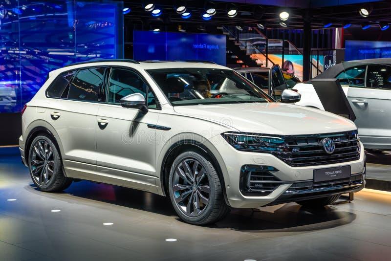FRANKFURT, DEUTSCHLAND - SEPT 2019: Silbergrau VOKLSWAGEN VW TOUAREG III 3 CR auf der Teststelle, IAA International Motor Show Au lizenzfreies stockbild