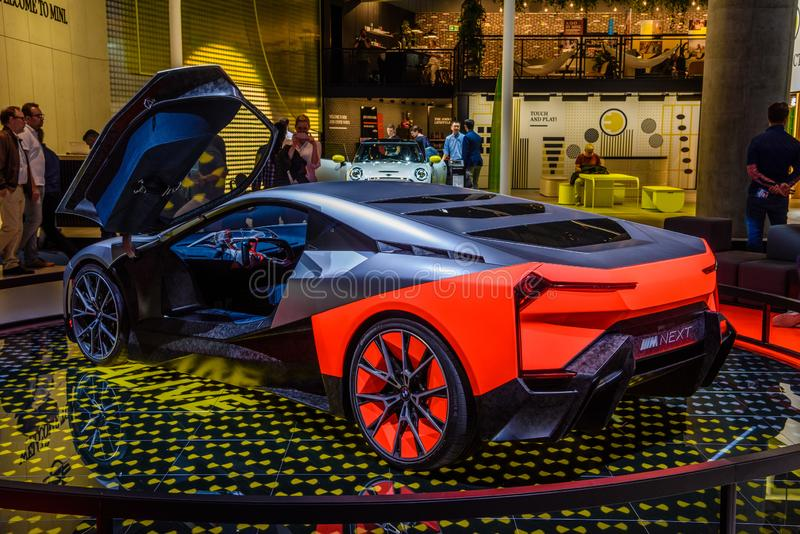 FRANKFURT, DEUTSCHLAND - SEPT 2019: Silberroter BMW M NEXT VISION Konzept Elektrowagen, IAA International Motor Show Auto lizenzfreie stockbilder