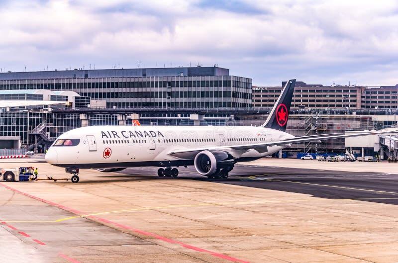 Frankfurt Duitsland, 23 02 2019 Air Canada-Luchtbus twin-engine straallijnvliegtuig die zich bij de luchthaven bevinden die op vl stock fotografie