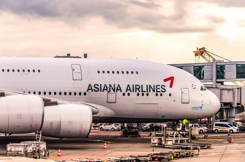 Frankfurt Duitsland 23 02 19 Asiana Airlines Luchtbus straallijnvliegtuig die zich bij de fraportluchthaven bevinden die op vluch stock afbeeldingen