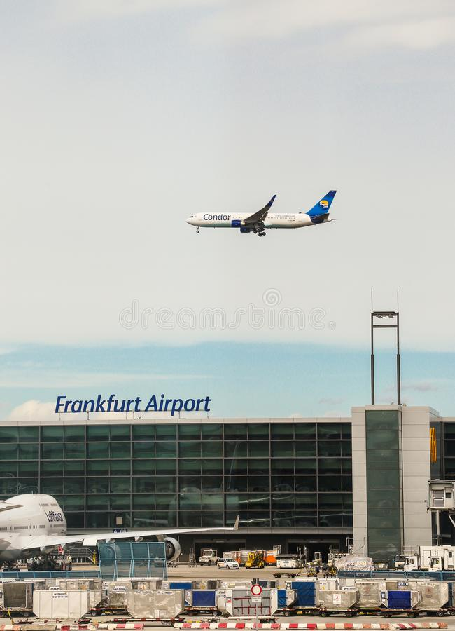 Frankfurt, Duitsland 25 Juni 2017: condorvliegtuig bij de luchthaven Duitsland van Frankfurt royalty-vrije stock afbeelding