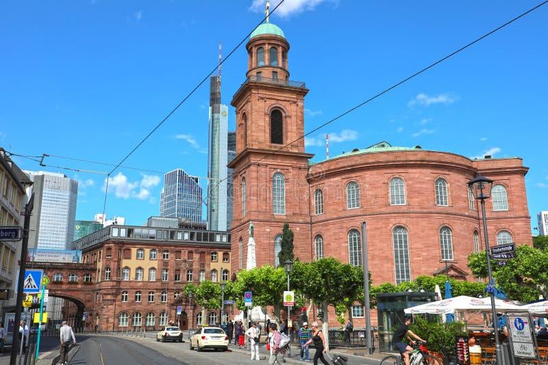 FRANKFURT, DUITSLAND - JUNI 13, 2019: Paulsplatz met St Paul kerk op de achtergrond, Frankfurt, Duitsland royalty-vrije stock foto