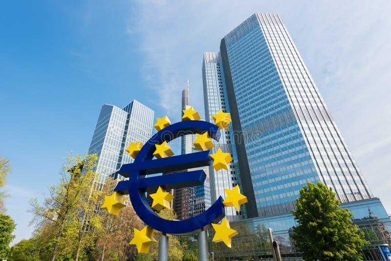 Frankfurt, Duitsland - Mei 1, 2016: Euro teken in Frankfurt-am-Main stock afbeelding