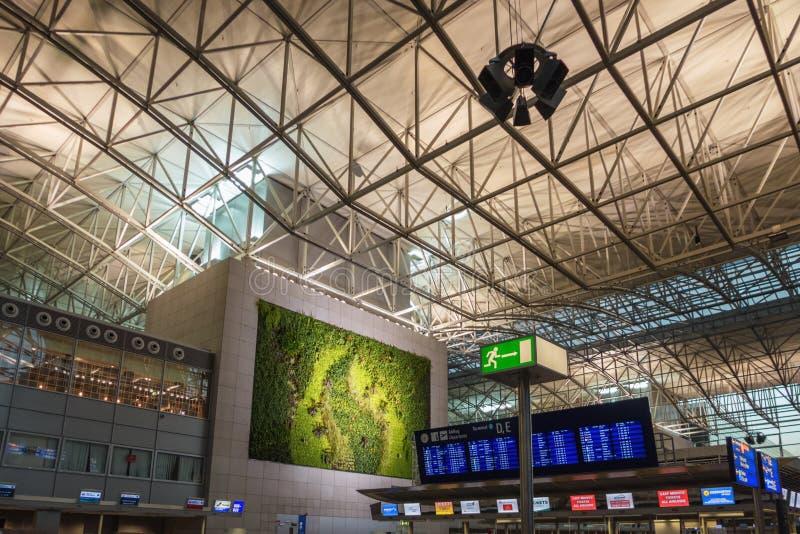 FRANKFURT, DUITSLAND - OKTOBER 10,2018: De luchthaven dit is Eind 2, waar vele vluchten aan Afrikaanse landen begint royalty-vrije stock foto's