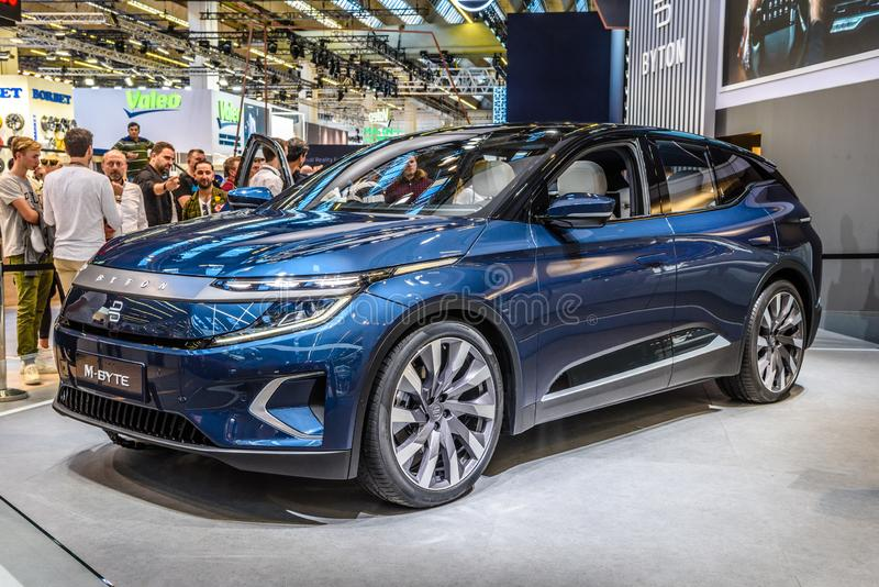 FRANKFURT, DUITSLAND - SEPT 2019: Blue BYTON M-BYTE chinese SUV-auto, IAA International Motor Show Auto Exhibbtion royalty-vrije stock afbeelding