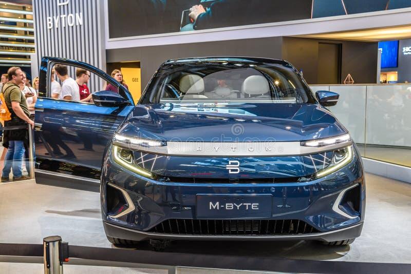 FRANKFURT, DUITSLAND - SEPT 2019: Blue BYTON M-BYTE chinese SUV-auto, IAA International Motor Show Auto Exhibbtion royalty-vrije stock fotografie