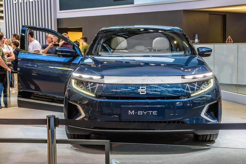 FRANKFURT, DUITSLAND - SEPT 2019: Blue BYTON M-BYTE chinese SUV-auto, IAA International Motor Show Auto Exhibbtion royalty-vrije stock foto