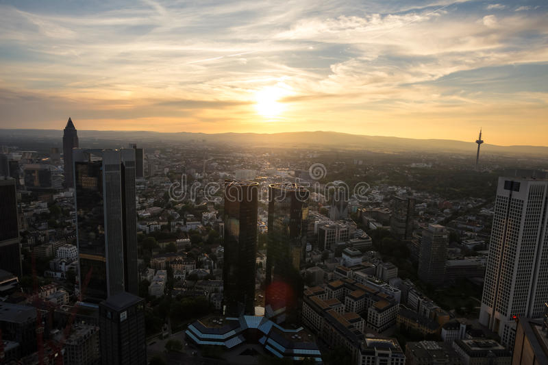 Frankfurt Duitsland van bovengenoemde zonsondergang stock foto