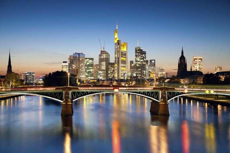Frankfurt - f.m. - strömförsörjning. fotografering för bildbyråer