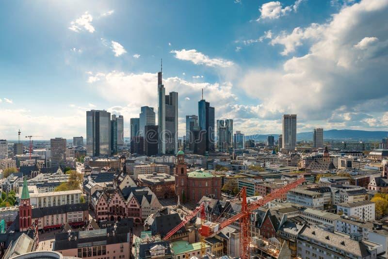 Frankfurt - f.m. - strömförsörjning Bild av Frankfurt - f.m. - huvudsaklig horisont i Tyskland arkivbilder