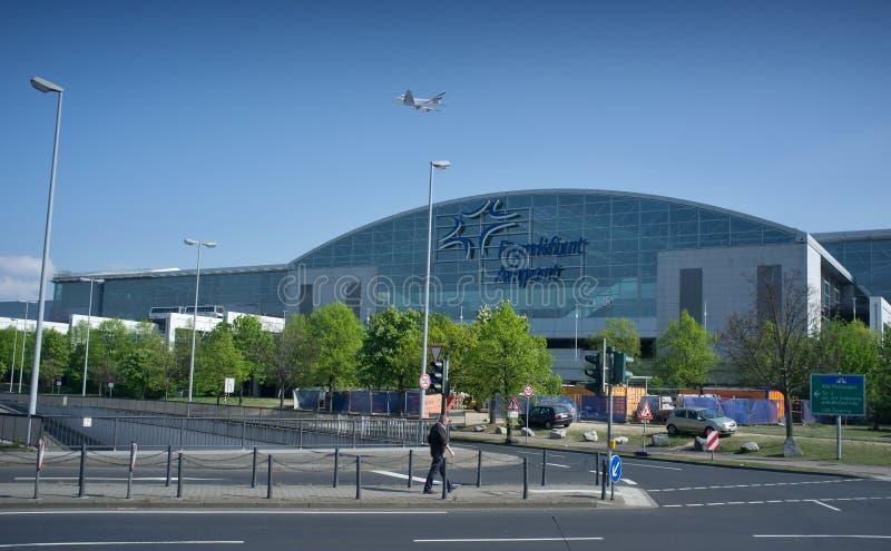 Frankfurt flygplatsterminal 2 - modern byggnad royaltyfri foto