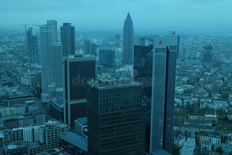 Frankfurt global finansiell områdeshorisont fotografering för bildbyråer