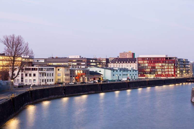 Frankfurt Haupt-Osthafen an der Dämmerung lizenzfreie stockfotografie