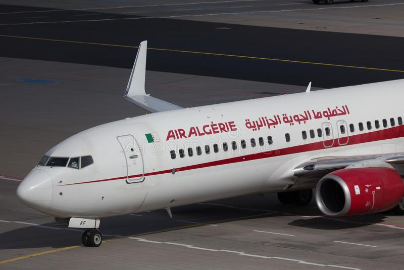 Frankfurt hesse/Tyskland - 25 06 18: Air Algerie flygplan på jordning på frankfurterkorvflygplatsen Tyskland royaltyfri foto