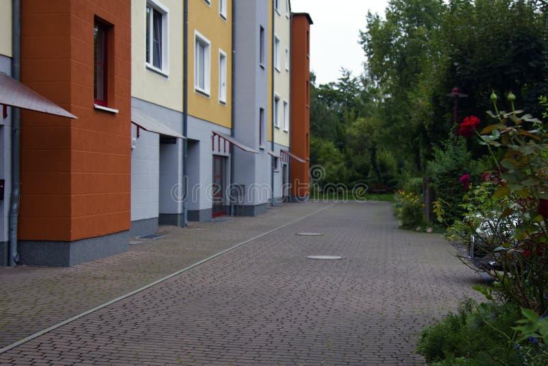 Frankfurt i Oder Bostadsområden i afton arkivfoton