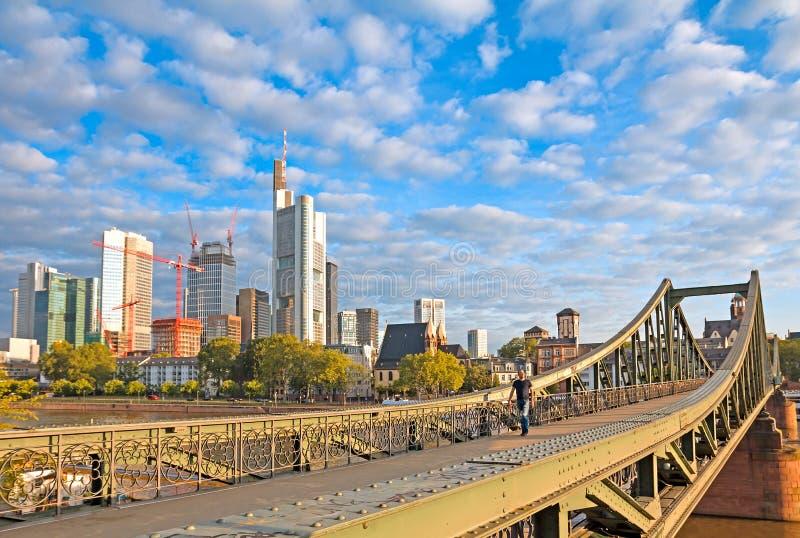 Frankfurt järnbro royaltyfria foton