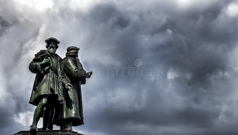 Frankfurt Johannes Gutenberg Statue arkivfoton