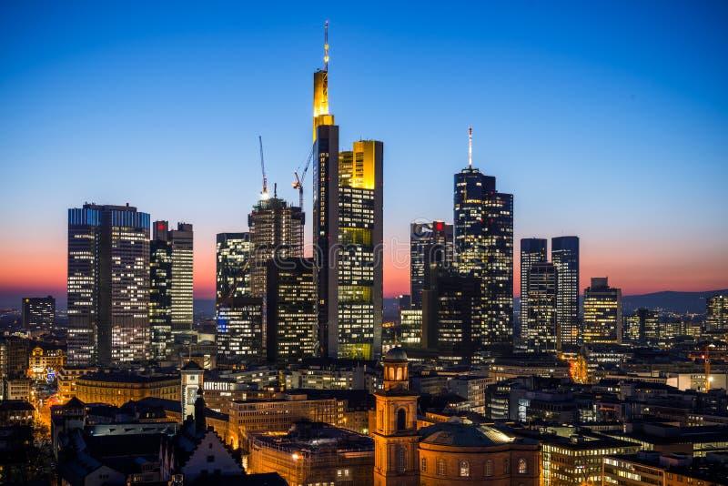 Download Frankfurt-am-Main stock afbeelding. Afbeelding bestaande uit zaken - 107701939