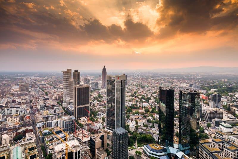 Download Frankfurt-am-Main redactionele fotografie. Afbeelding bestaande uit belangrijkst - 107702442