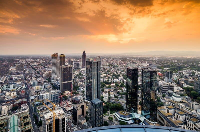 Download Frankfurt-am-Main redactionele fotografie. Afbeelding bestaande uit bureau - 107702662