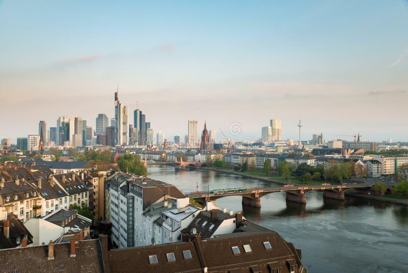 Morgen Frankfurt frankfurt am bild frankfurt am mainskylinen am morgen