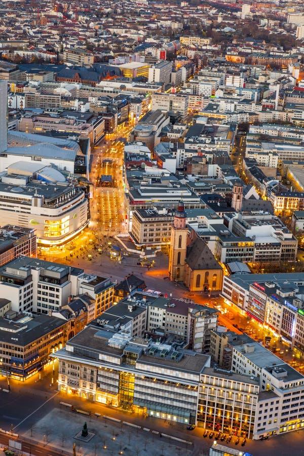 Frankfurt-am-Main en el crepúsculo imagen de archivo
