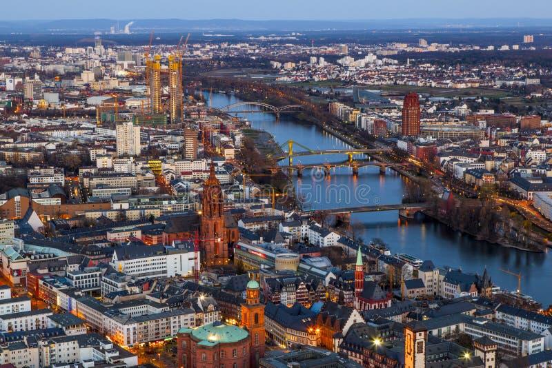 Frankfurt-am-Main en la noche fotografía de archivo