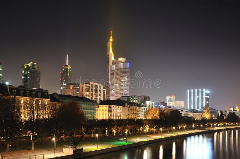 Frankfurt-am-Main, 's nachts Duitsland royalty-vrije stock fotografie
